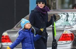 Meg Ryan é flagrada, toda encasacada, com a filha, Daisy, em Nova York