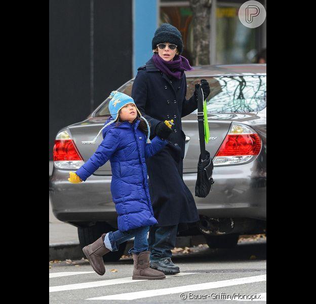 Meg Ryan é flagrada com a filha, Daisy, pelas ruas do SoHo, em Nova York, em 1º de dezembro de 2012