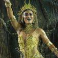 Juliana Paes desfilou seu belo corpo ao encarnar uma guerreira africana no desfile da Viradouro no Carnaval deste ano