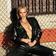Charlize Theron faz fotos sensuais e fala sobre envelhecer: 'Não é tão ruim'
