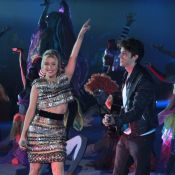 Chay Suede e Luiza Possi cantam juntos durante festa dos 50 anos da Globo