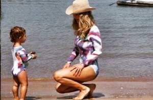 Guilhermina Guinle usa maiô idêntico ao da filha em praia: 'Mais lindo anjo'