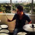 João Vicente de Castro também toca bateria