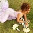 Rihanna está passando uma temporada no Havaí, onde foi dama de honra em um casamento na praia
