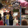 Sem frescuras, Fátima Bernardes enfrenta fila em loja popular para comprar ovos de Páscoa