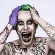 David Ayer usou o Twitter para divulgar a primeira imagem oficial de Coringa, o vilão de 'Esquadrão Suicida' interpretado por Jared Leto