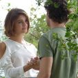 Amora (Sophie Charlotte) ajuda Bento (Marco Pigossi) a superar um trauma de infância, em 'Sangue Bom'