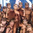 Fernanda Lima usa look diferente no palco do 'Amor & Sexo' com franjar em manga cheia