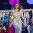 Fernanda Lima chama atenção ao usar roupa sexy prateada com franjas, no 'Amor & Sexo'