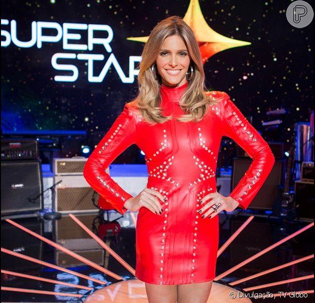 Fernanda Lima usa vestido de couro vermelho, da grife Letage, feito especialmente para ela usar no 'SuperStar'