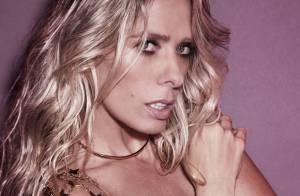 Adriane Galisteu sensualiza em fotos com looks curtos, cavados e de topless