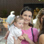 Sem Malvino Salvador, Kyra Gracie almoça com a filha e amigas em shopping no Rio