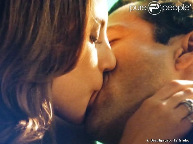 Paloma (Paolla Oliveira) se arrepende de recaída com Ninho (Juliano Cazarré) e pede Bruno (Malvino Salvador) em casamento, em 'Amor à Vida', em 6 de junho de 2013