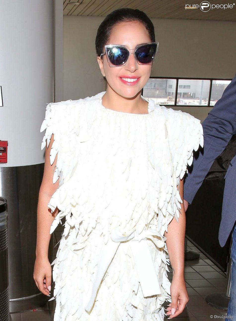 Lady Gaga usa look de R$ 2.500 da estilista brasileira Lenny Niemeyer em NY na terça-feira, 5 de maio de 2015
