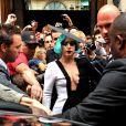 Lady Gaga também já vestiu peça do estilista Pedro Lourenço, também brasileiro