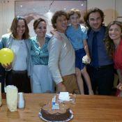 José Loreto ganha festa de aniversário surpresa do elenco de 'Flor do Caribe'