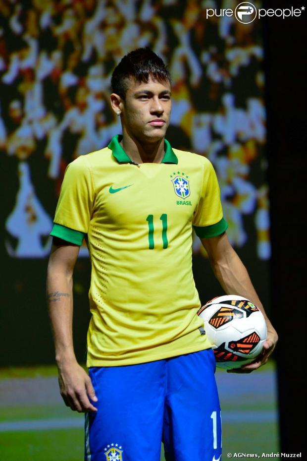 Neymar lançou as novas chuteiras na Nike que vai usar na Copa das Confederações nesta terça-feira, 28 de maio de 2013