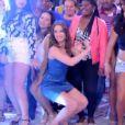 Mariana Ximenes sambou e dançou ao som da música 'Dora', comandada por Arlindo Cruz, no palco do programa 'Esquenta'