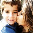 A atriz posta foto ao lado Luiz Felipe Mello, ator que interpretava o filho da atriz em 'Salve Jorge'