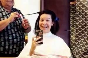 Fernanda Souza adere à velaterapia para tirar pontas duplas do cabelo. Vídeo!