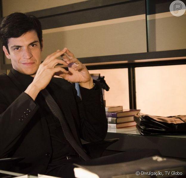 Félix (Mateus Solano) tranca Jonathan (Thalles Cabral) dentro de um armário, em 'Amor à Vida', em junho de 2013