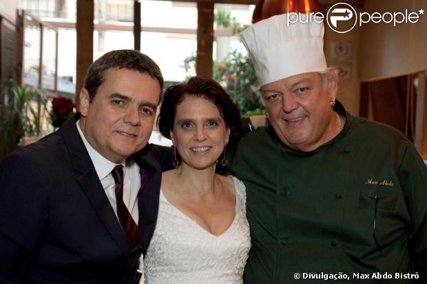 Cássio Gabus Mendes oficializou a união de mais de 20 anos com a atriz Lídia Brondi no bistrô do chef e amigo Max Abdo, no sábado, 25 de maio de 2013
