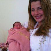 Debby Lagranha fala sobre a primeira amamentação da filha: 'A Duda suga muito'