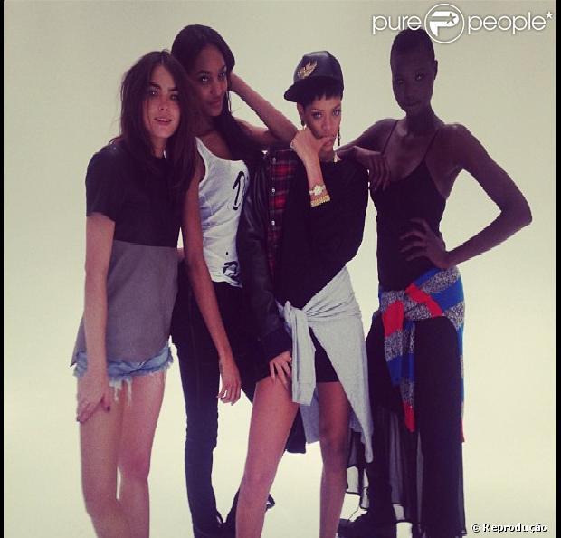 Rihanna divulga sua nova coleção de roupas, em parceria com a marca britânica River Island, em 4 de dezembro de 2012