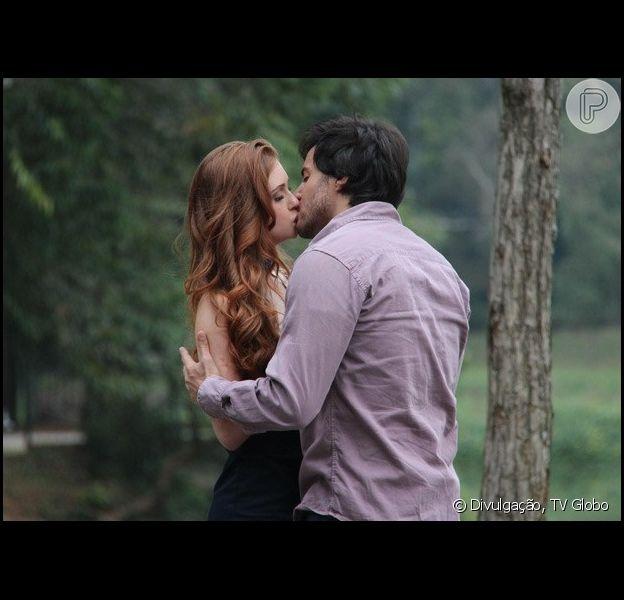 Thales (Ricardo Tozzi) beija Nicole (Marina Ruy Barbosa) em 'Amor à Vida', em 24 de junho de 2014