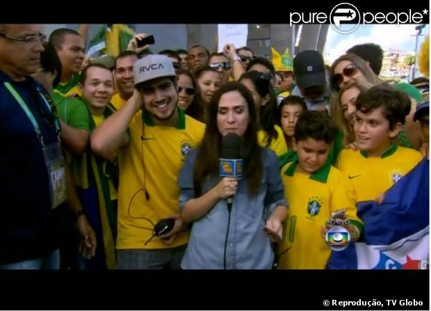 Caio Castro e Tatá Werneck falam com Luciano Huck ao vivo antes do jogo do Brasil, em 22 de junho de 2013