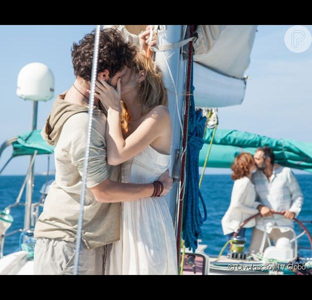 Os casais protagonistas Júlia (Isabelle Drummond) e Pedro (Jayme Matarazzo); Lígia (Debora Bloch) e Miguel (Domingos Montagner) ficaram juntos no último capítulo da novela 'Sete Vidas',  em 10 de julho de 2015