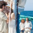 Miguel (Domingos Montagner) e Lígia (Debora Bloch) ficam contentes ao ver Júlia (Isabelle Drummond) e Pedro (Jayme Matarazzo) juntos, no último capítulo da novela 'Sete Vidas'