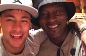 Neymar realiza sonho de conhecer ex-jogador de basquete Michael Jordan: 'Honra'