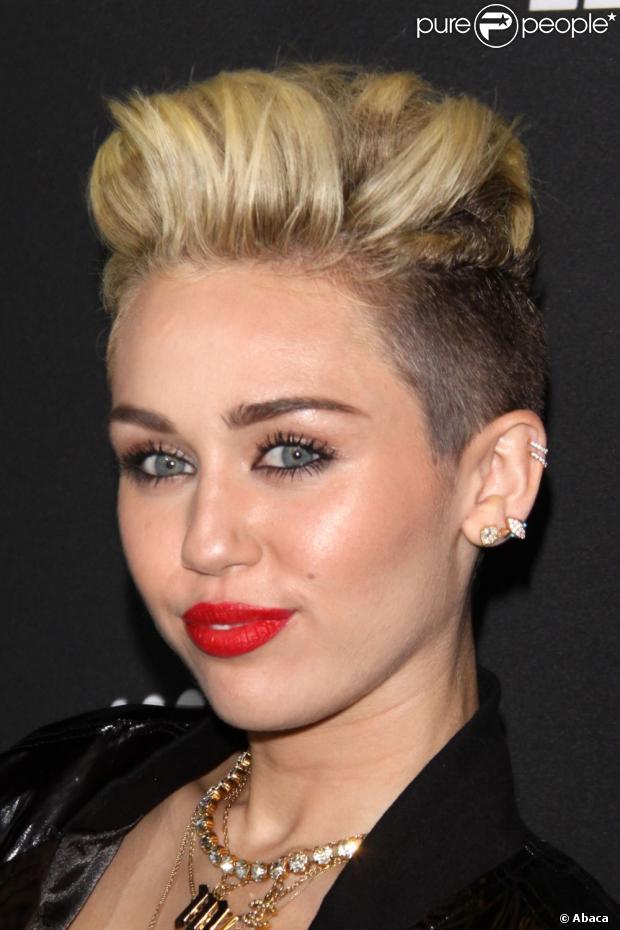 Disney Ter 225 Casal Gay Em S 233 Rie E Miley Cyrus Apoia A Decis 227 O 201 Inspirador