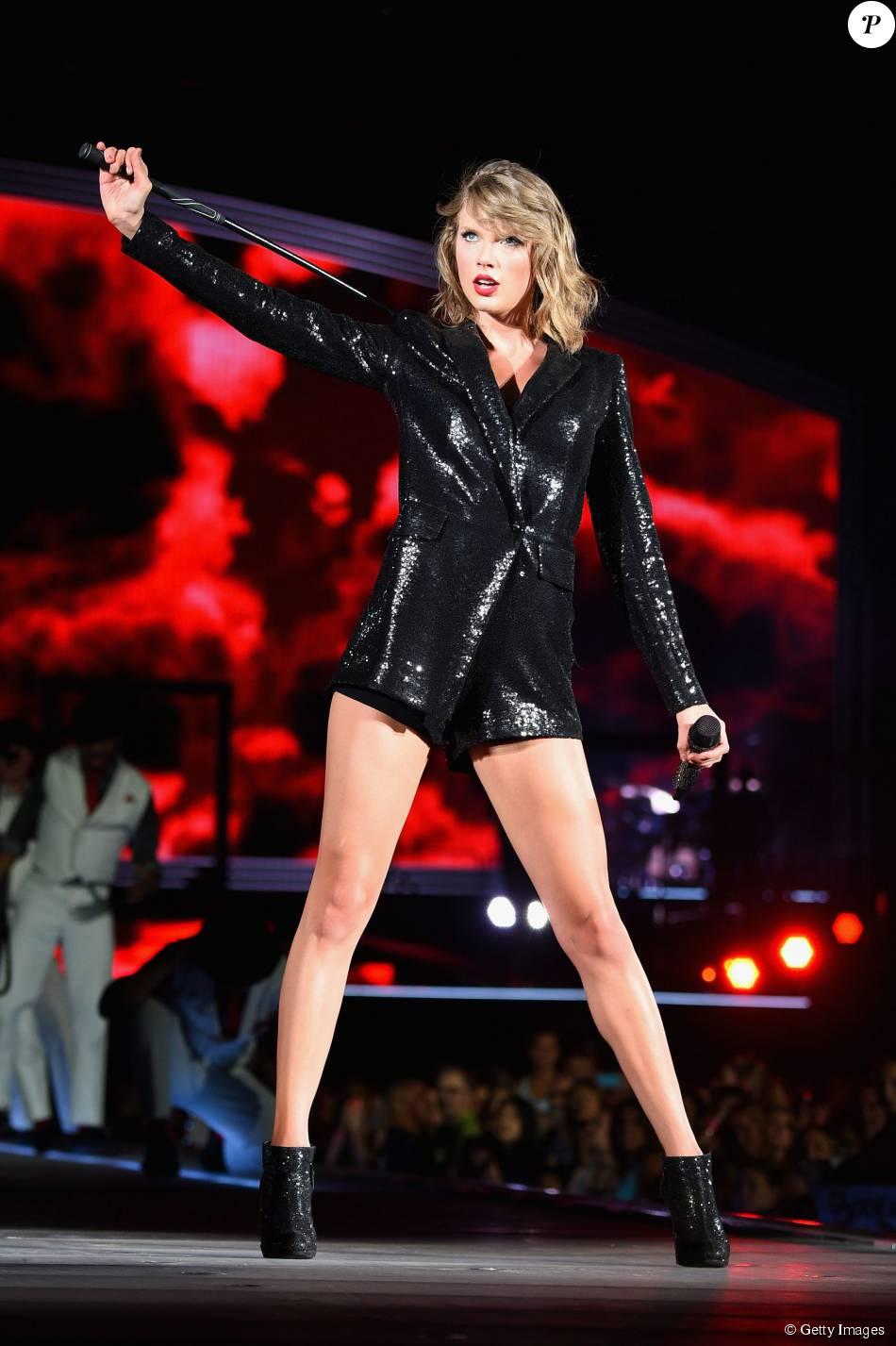 Taylor Swift fica presa em andaime durante show em Washington nesta segunda-feira, 13 de julho de 2015: 'Vou ficar aqui para sempre'