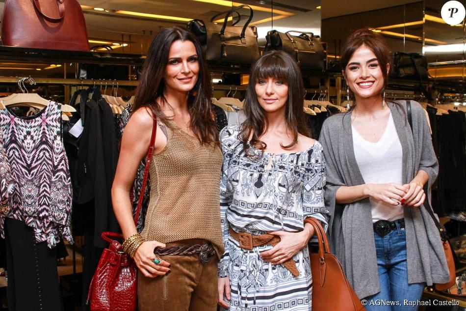 Maria Casadevall, Maria Fernanda Cândido e Fernanda Motta posam juntas no lançamento da coleção Verão 2016 da Le Lis Blanc, em São Paulo, nesta terça-feira, 14 de julho de 2015