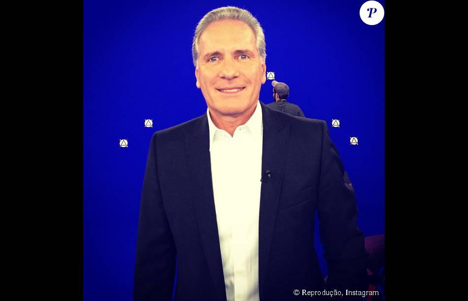Roberto Justus substitui Britto Jr no comando do reality 'A Fazenda', da Record. A informação foi confirmada pela assessoria de imprensa da emissora nesta quinta-feira, dia 16 de julho de 2015