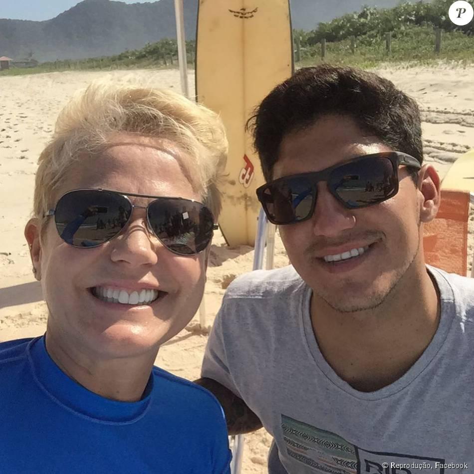 c3fe5c57364 Xuxa gravou uma matéria com o surfista Gabriel Medina na praia de Grumari