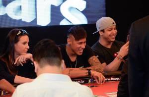 Neymar mostra novo corte de cabelo em campeonato beneficente em São Paulo
