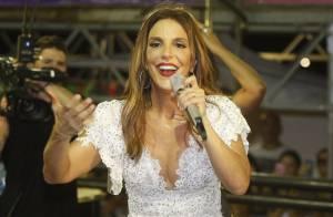 Ivete Sangalo usa vestido curtinho e decotado em show: 'Com fogo no corpo'