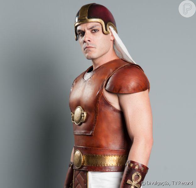 O ator Kiko Pissolato interpreta o general egípcio Bakenmut, na novela 'Os Dez Mandamentos', da TV Record