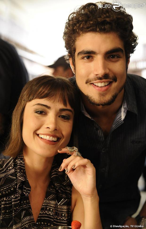 Caio Castro passa a noite em hotel onde Maria Casadevall está hospedada, em 17 de julho de 2013