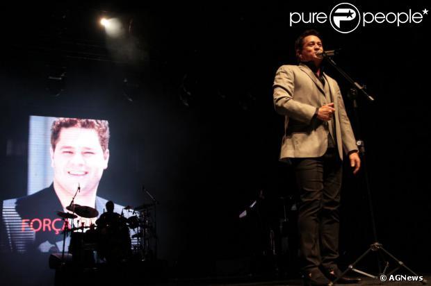 Durante os shows, Leonardo exibia no telão mensagens de força para seu filho Pedro