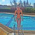 Bárbara Evans faz sucesso na internet ao postar fotos de biquínis