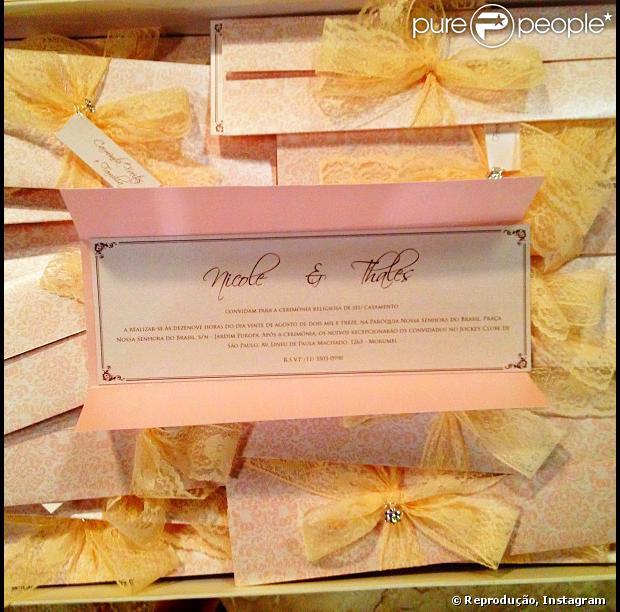 Marina Ruy Barbosa posta foto do convite de casamento de Nicole e Thales (Ricardo Tozzi) em 'Amor à Vida' no Instagram, em 22 de julho de 2013