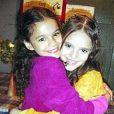 Bruna Marquezine postou uma foto ao lado de Isabelle Drummond no seu Twitter mostrando que a amizade é de longa data. Elas contracenaram no programa infantil 'Sítio do Picapau Amarelo' em 2004