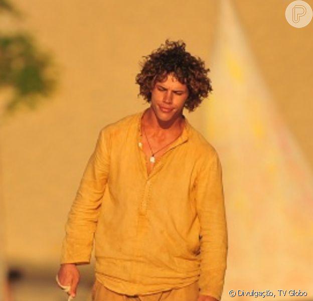 Candinho (José Loreto) se choca ao saber quem é seu pai, na novela 'Flor do Caribe'