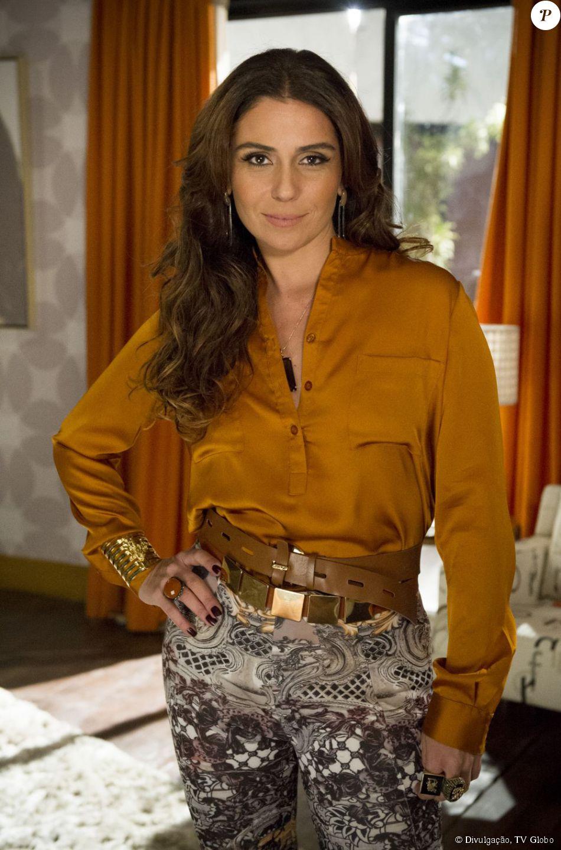 681724a1f Giovanna Antonelli doou peças do seu closet e itens usados na época da  delegada Helô