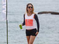 Danielle Winits exibe boa forma de shortinho em pool party em Angra dos Reis
