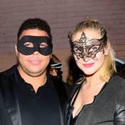 Ronaldo e namorada, Celina Locks, usam máscaras em festa a fantasia de Halloween